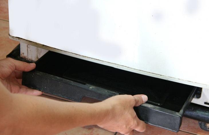 Tại sao tủ lạnh bị chảy nước và cách khắc phục