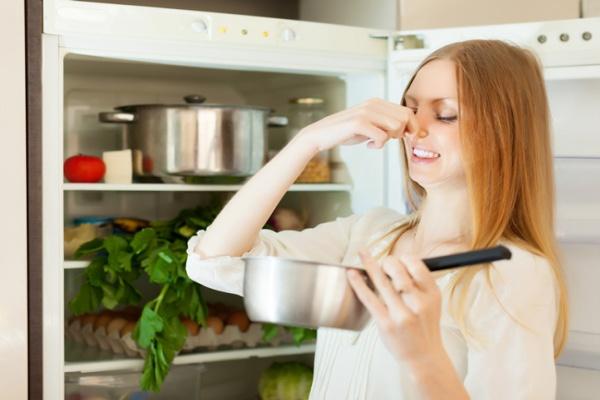 Tại sao tủ lạnh có mùi hôi ? Nguyên nhân và cách phục