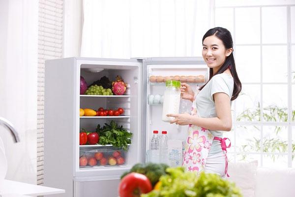 vì sao tủ lạnh panasonic kêu to
