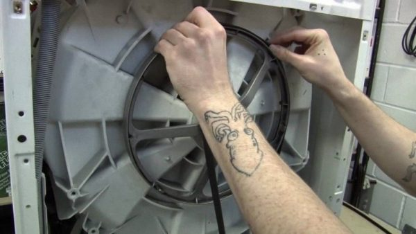 Hướng dẫn cách tự thay dây curoa máy giặt Electrolux
