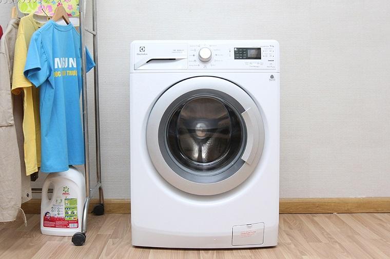 Những lỗi liên quan đến bo mạch máy giặt Electrolux