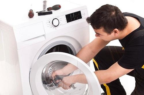 Phải làm sao khi máy giặt Electrolux bị nháy đèn?