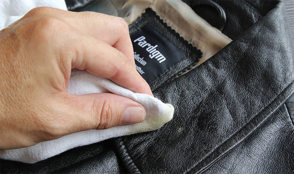 Giặt áo khoác da