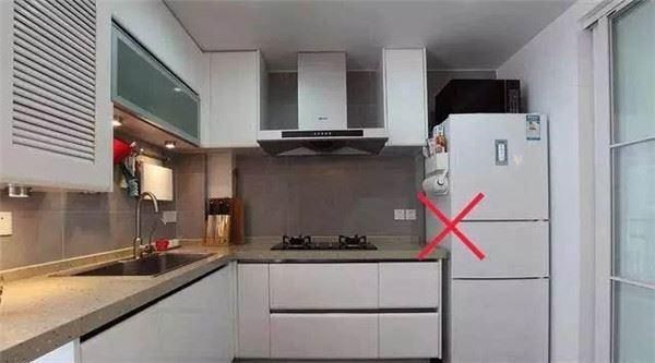 Tránh đặt tủ lạnh ngay sát bếp gas