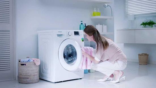 sử dụng máy giặt tiết kiệm điện nước