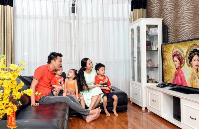 xem tivi cùng gia đình